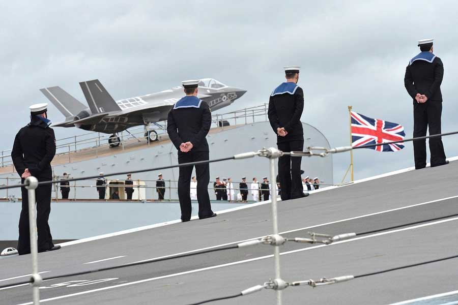 F-35-B-sea-trials-Queen-Elizabeth-aircraft carriers