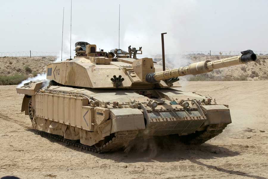 Challenger-2-tanks-british-army-tank-regiments-in-decline